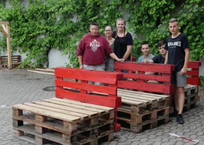 Sitzgelegenheiten aus Holzpaletten