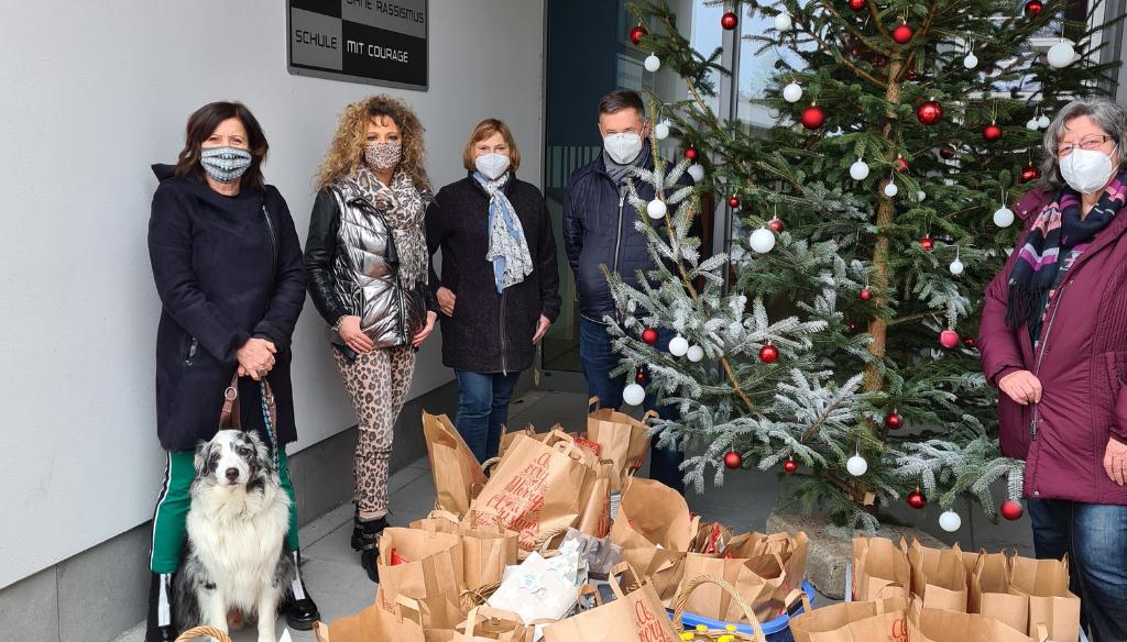 Christkind der Wallburg-Realschule beschenkt Eltmanner Tafelladen